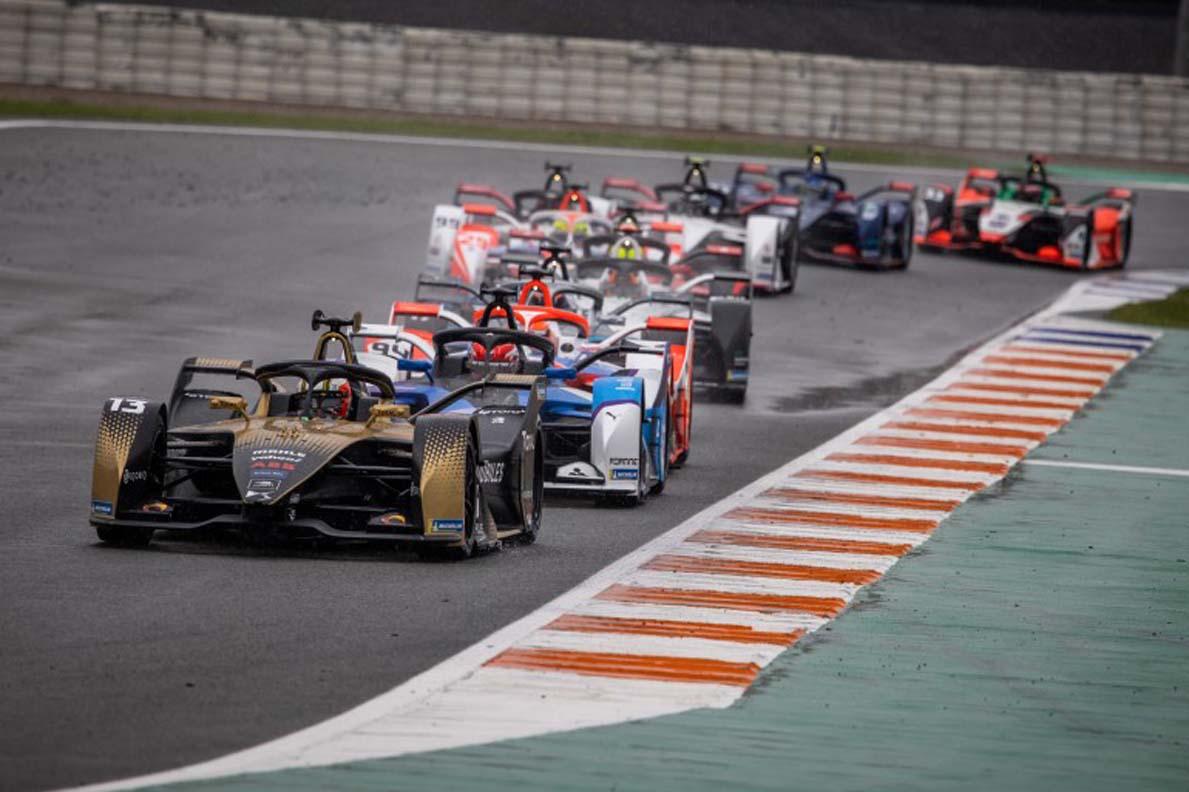 Formula E – De Vries Wins Wet Valencia Opener